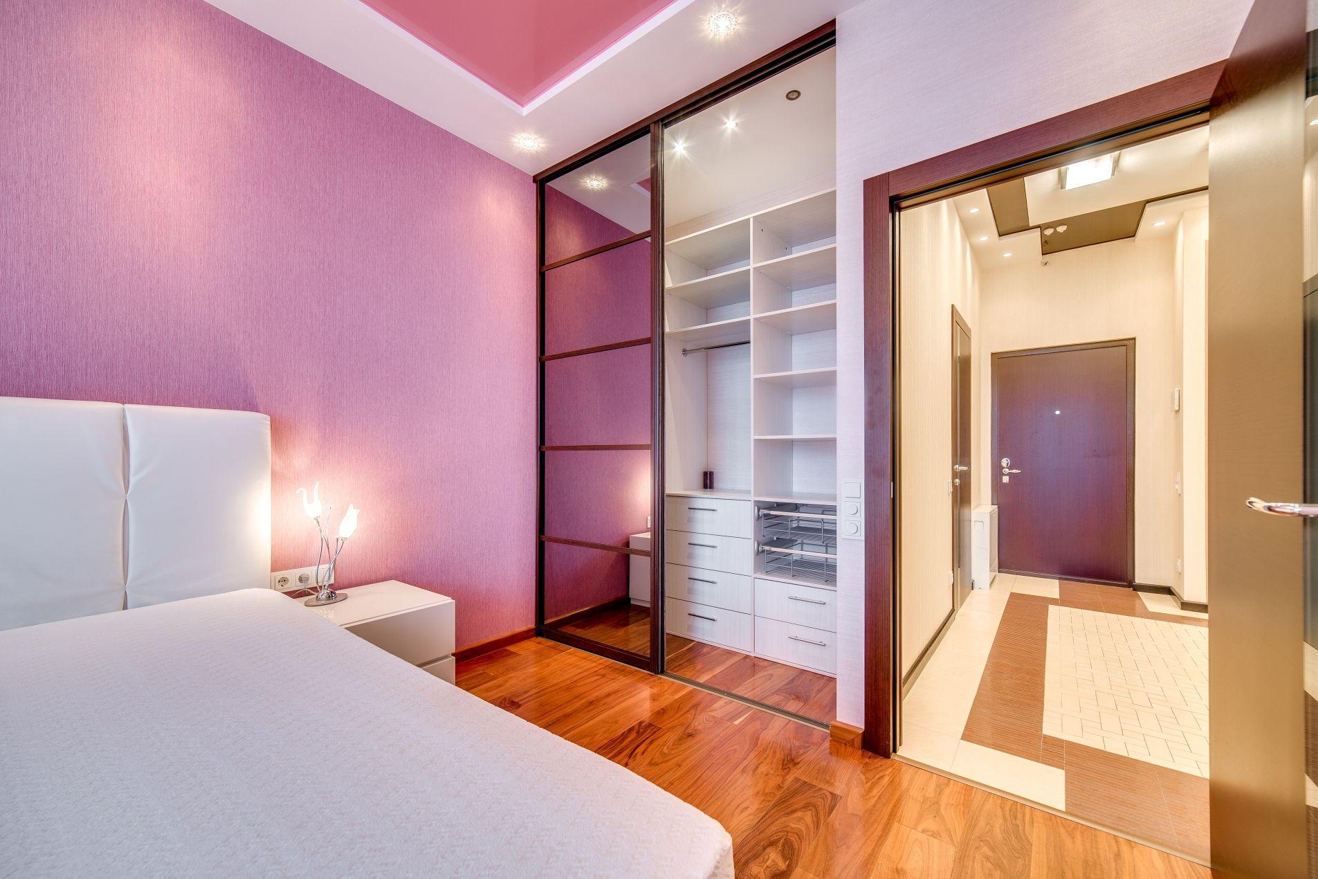 Гардеробная угловая в спальне фото дизайн