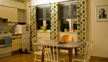 5 способов оформления окна на кухни