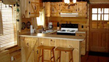 Дизайн интерьера кухни на даче: 10 советов по оформлению